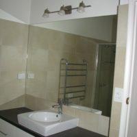 kitchen basin and mirror
